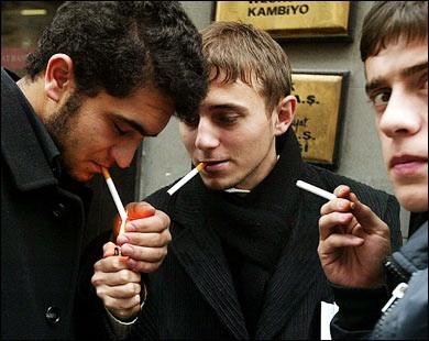 دراسة علمية : التدخين يُنقص خمس سنوات ونصف من عُمر المُدخن