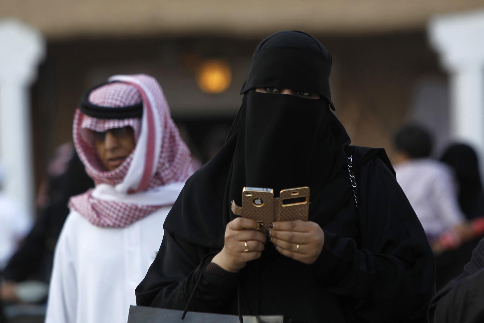 السعودية تعلن قرب إلغاء 'المحرم' للنساء القادمات للعُمرة