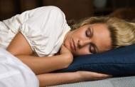 دراسة علمية: النوم 8 ساعات في الليل مُفيدٌ لسرعة رد الفعل ونشاط الدماغ