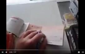 فيديو . هكذا يتم النصب على مانحي الشيك من خلال نوع القلم