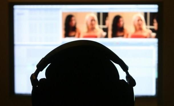اعتقال زوج بالدار البيضاء باع فيديوهات إباحية لزوجته إلى مواقع 'البورنو' العالمية !