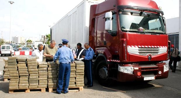 جمارك ميناء بني انصار تحجز كمية كبيرة من المخدرات حاول سائق شاحنة تهريبها لأوربا !