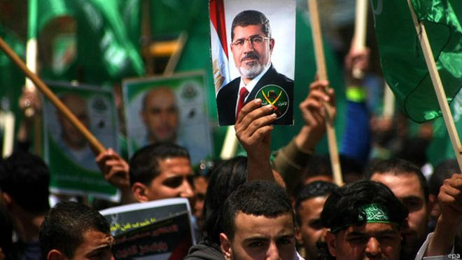 """جماعة """"الإخوان المسلمين"""" تحمل السيسي مسؤولية وفاة مرسي !"""