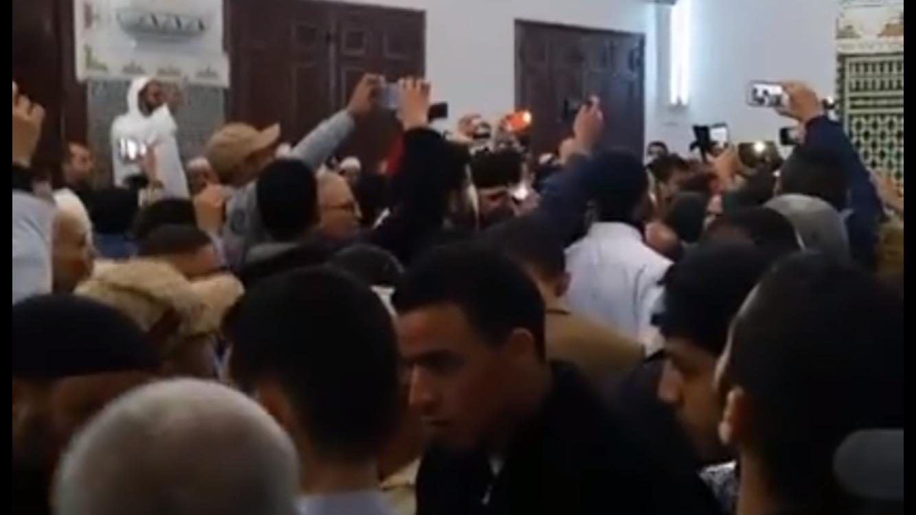 غياب خطيب الجمعة يتسبب في فوضى عارمة بمسجد بوادزم و المصلون يكتفون بصلاة الظهر !