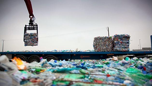 إيطاليا تحبط عملية تهريب طنين من النفايات الخطيرة إلى المغرب !
