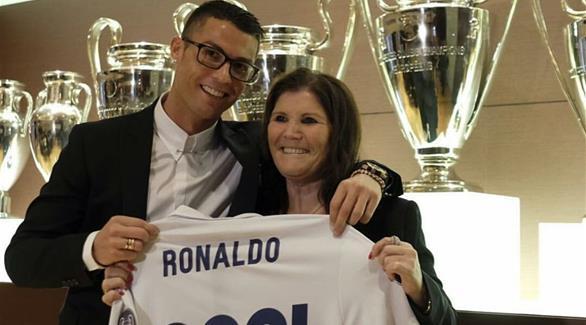 صورة | والدة رونالدو تهنئه من مراكش بـ'الهاتريك' الذي سجله في شباك 'البايرن'