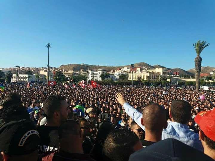 رويترز : الآلاف خرجوا للإحتجاج بالحسيمة في تظاهرة ذات مطالب سياسية