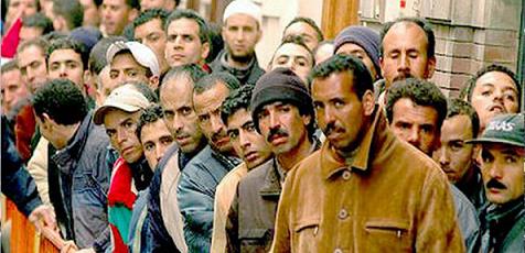 """المغاربة """"تعساء"""" في مجال عملهم ويعانون من """"التوتر"""""""