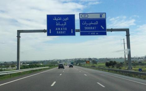 تغيير لون علامات التشوير الطرقي بالمغرب من الأزرق إلى الأسود !