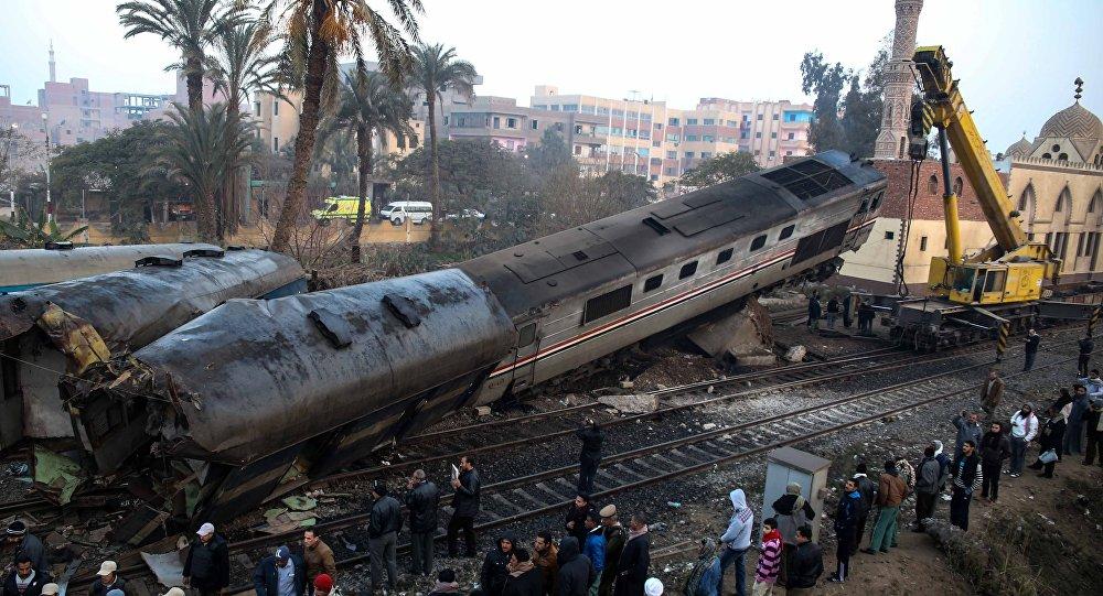 ارتفاع ضحايا اصطدام قطارين في مصر الى 42 قتيلاً