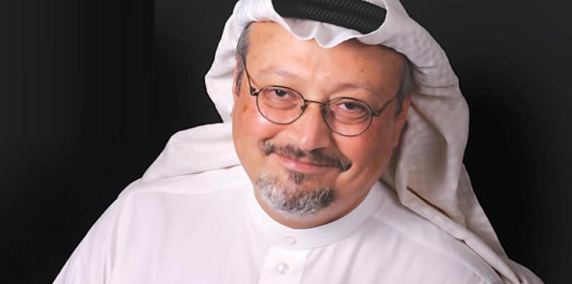 السعودية تسمح لكاتب شبه العاهل السعودي بالإله بالعودة للكتابة بعد منعه