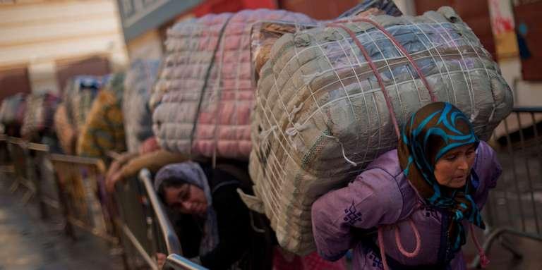 البرلمان يوفد لجنة استطلاعية لباب سبتة للوقوف على معاناة ممتهنات التهريب المعيشي و الأطفال المشردون