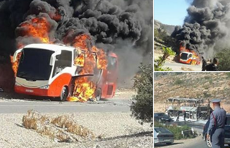 صور | هكذا أصبحت حافلة احترقت بالكامل كانت تقل عناصر أمنية متجهة للحسيمة