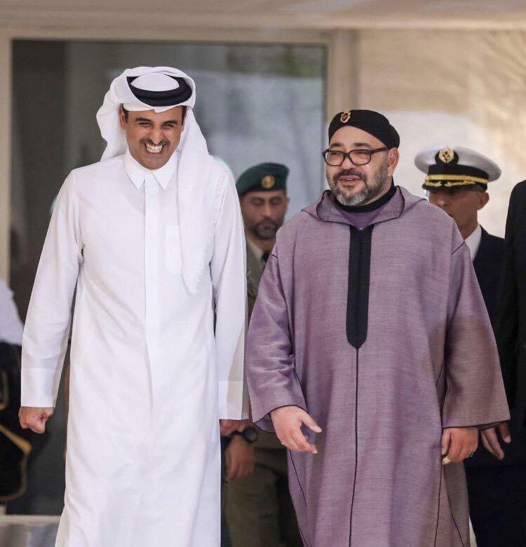أمير قطر يستقبل محمد السادس بابتسامة عريضة ويجريان مباحثات على انفراد