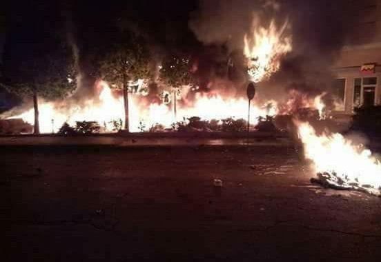 عاجل/فيديو . أفارقة يحرقون محيط محطة اولاد زيان بالبيضاء بعد مواجهات عنيفة مع مواطنين