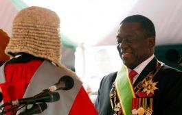 """التمساح """"منانغاغوا"""" يؤدي اليمين رئيسا لزيمبابوي خلفاً لموغابي و يعلن الصلح مع جميع دول العالم"""