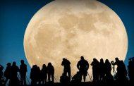 سكان الأرض يشهدون اليوم الأحد أكبر ظهور للقمر العملاق في القرن الحالي