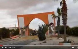 فيديو . هدم قوس مدخل مدينة العيون