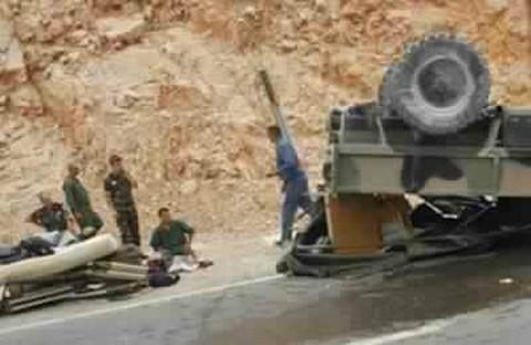 انقلاب شاحنة عسكرية قرب السمارة كان على متنها 17 جندياًَ