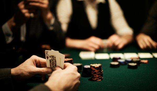 """رجل أعمال يصاب بنوبة قلبية بعد تكبده لخسارة مالية فادحة بـ""""كازينو"""" طنجة !"""
