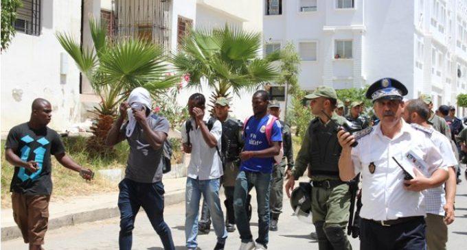 مجلس 'اليزمي' و'الصبار' يبحث عن حُلُول لايواء 800 مهاجر أفريقي يبيت في العراء والمغاربة ليهم الله
