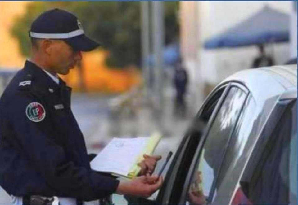 سابقة بالصور | شرطي بشفشاون يجبر رئيسه على أداء مخالفة مرور !