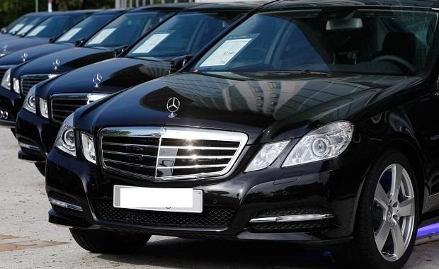 عامل في الداخلية يشتري سيارات فاخرة من منحة ألمانية موجهة لمحاربة الفقر !