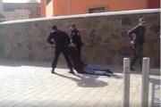 فيديو . مواجهات بين المعطلين الصم البكم و عناصر الأمن بالعيون