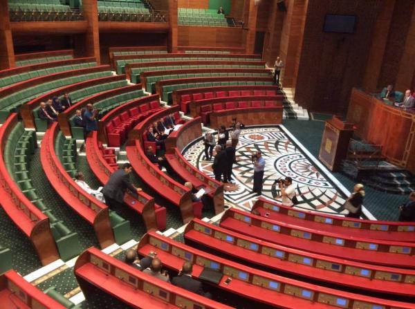 فضيحة قبل افتتاح الملك للبرلمان .. 3 مستشارين فقط بمجلس بنشماش يحضرون جلسة التصويت على قانون التأمين الصحي !