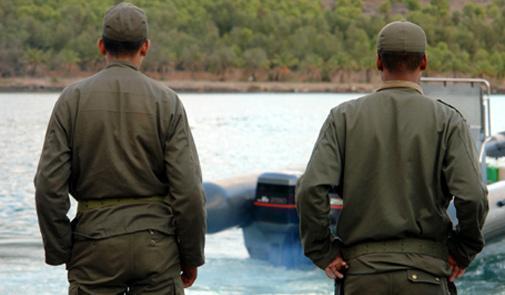 'مخازنية' و 'كومندان' يعترفون بتسهيل نقل الحشيش نحو إسبانيا انطلاقاً من سواحل الناضور مقابل الملايين