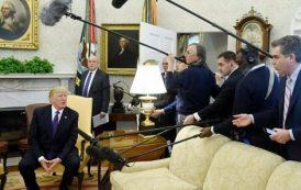 صور و فيديو | 'ترامب' يطرد صحفي من مؤتمر في البيت الأبيض !