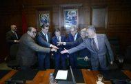 التضامن/الحوار/الدفاع المشترك/التشاركية..زعماء الأحزاب الستة يوقعون ميثاق الأغلبية