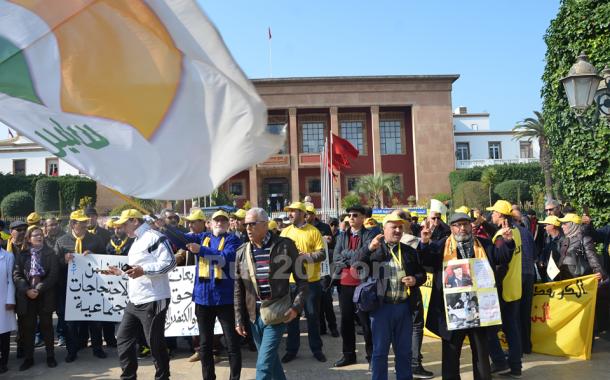 نقابة الأموي تعتصم أمام البرلمان للمطالبة بإعادة القوانين الإجتماعية لطاولة الحوار و تحمل الحكومة مسؤولية 'إفلاس لاسامير'