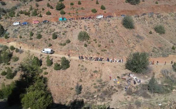 صور | مسالك وعرة بجبال الريف تتسبب في قتيلين و جريحين بعد انقلاب سيارة في منحدر خطير