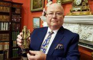 سائح إرلندي يشتري قطعةً أثرية من شفشاون بـ600 درهم ليكتشف أن ثمنها الحقيقي هو 30 مليون