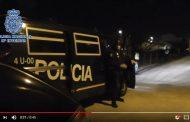 فيديو | لحظة اقتحام المخابرات الإسبانية لمنزل مغربي متهم بتجنيد 'دواعش'
