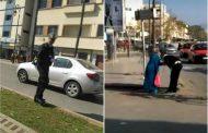فيديو مؤثر | شرطي يساعد مسنةً سقطت أرضاً بالدار البيضاء و يقبل يديها !