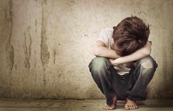 طفل يتيم يتعرض للإغتصاب بأوريكة و الفاعل يفر هارباً