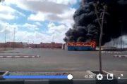 فيديو   احتراق 6 حافلات تابعة لشركة الطاقة الشمسية بالدشيرة قرب العيون