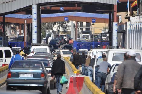 المغرب يمنع السيارات الإسبانية من الدخول عبر سبتة و مليلية !