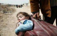 'طفلة الحقيبة' تشعل مواقع التواصل .. و العالم يندد بمجازر الغوطة السورية !