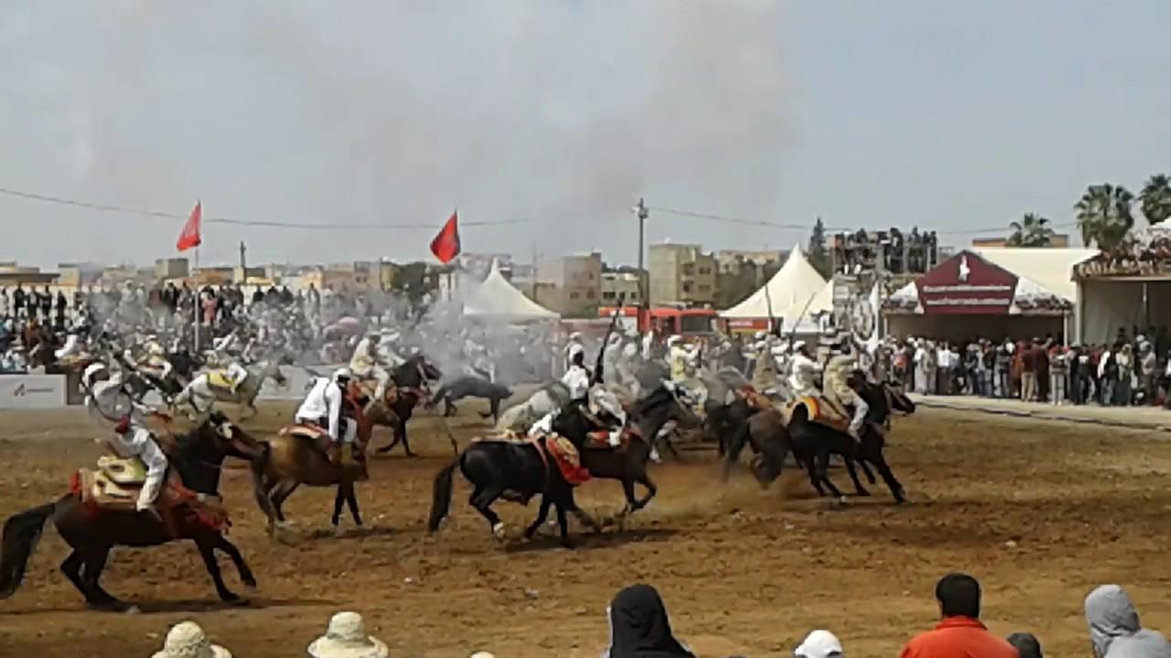 فيديو مروع | حصان 'يدهس' العشرات من المواطنين في مهرجان 'مبديع' للفرس بالفقيه بنصالح و يسقط جرحى و مكسورين !