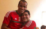 """مارادونا يحتفي بـ""""ريفالدو"""" وهما يرتديان قميص المنتخب المغربي !"""