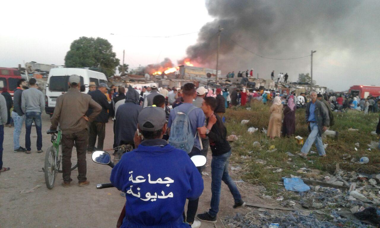 """صور و فيديو   حريق مهول يدمر """"براريك"""" بمديونة و يخلف خسائر مادية جسيمة !"""