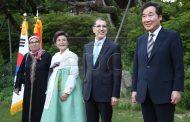 العثماني في كوريا .. زوجته تظهر بجلباب متواضع و تثير انتقادات المصممين المغاربة !