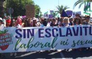 مسيرة إحتجاجية بإسبانيا تضامناً مع العاملات المغربيات المُغتصٓبات وصمتٌ حكومي مغربي