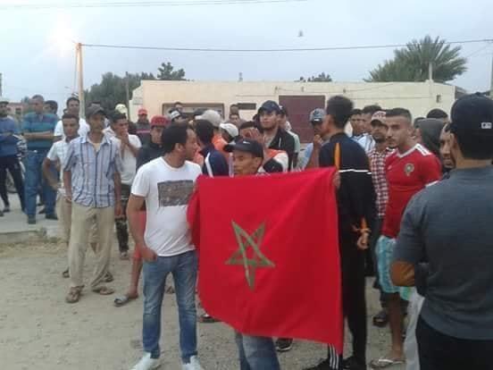 صور/ شباب مشرع بلقصيري ينتفضون ضد 'الحكرة' و يطالبون شركة التنقيب عن الغاز بتشغيلهم !