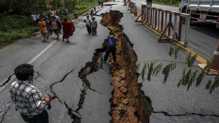 زلزال قوي بـ6.9 درجة يضرب إندونيسيا مخلفاً 319 قتيلاً