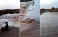 فيديو | فيضان واد زيز بأرفود يقطع الطريق بعد تساقطات مطرية غزيرة !