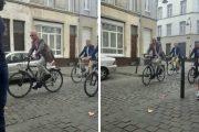 فيديو/ملك بلجيكا يتجول بشوارع بروكسيل على متن دراجة هوائية